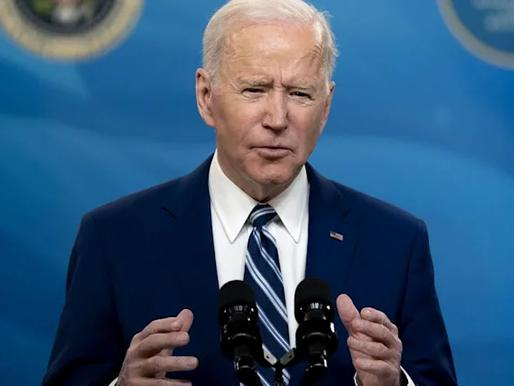 Chính quyền Biden đang xây dựng cơ sở pháp lý để xóa nợ $50,000 cho sinh viên