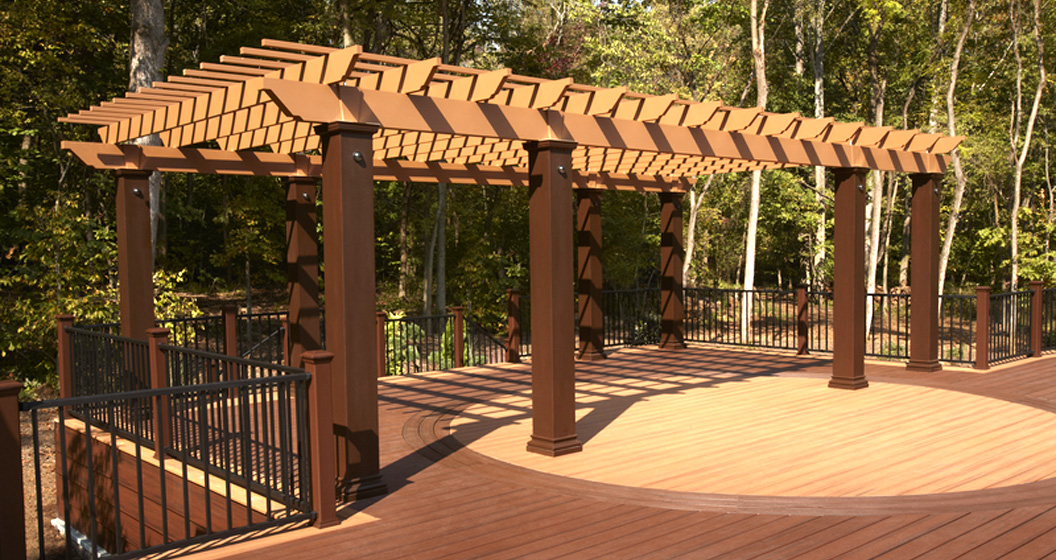 Trellis over deck w/steel railing
