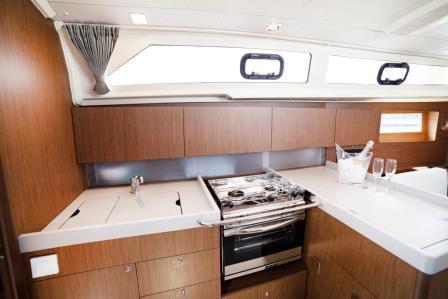 sail-orion-beneteau-oceanis-411-23.jpg