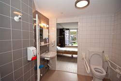 Badkamer en kamer