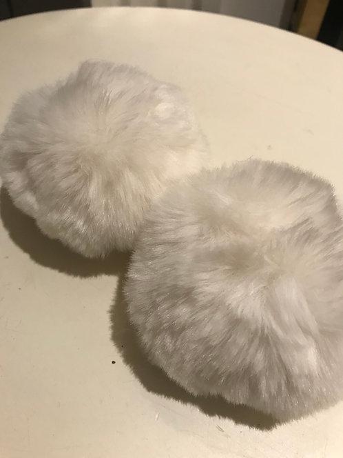 White Snap Pom Pom (2)