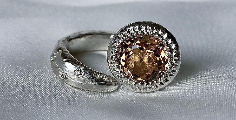 RING XXXI [frida golden w diamond]