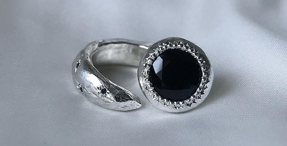 RING XXXI [frida blood b diamond]