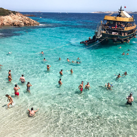 Motor yacht mini cruise -La Maddalena Archipelago. Choose from Basic tour or VIP Deck