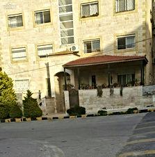 شقة للبيع 147 م للبيع عند دوار الزهور خلف مطعم هاشم مباشرة بسعر مغري