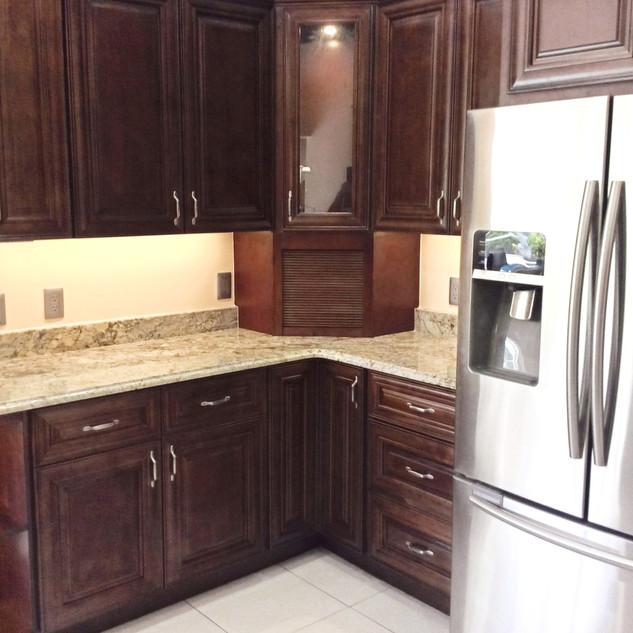 kitchen%20brown%202_edited.jpg