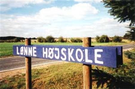 loenne-hoejskole-skilt