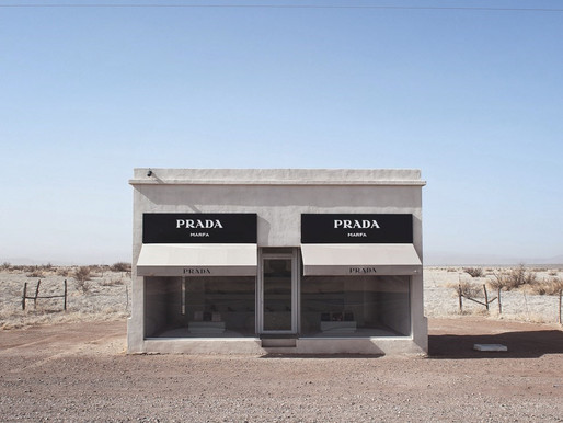 Fancy Luxury Boutique that is located in the middle of the desert (Prada Marfa)