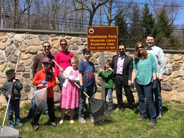 earth day clean up group photo