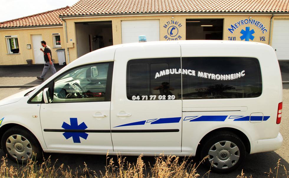 2 ambulance marquage vehicule panneau vi