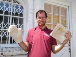 Julien a terminé ses maniques en laine feutrée made in Cheval et Forêt