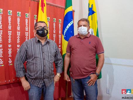 Prefeito Isaac Lima se reúne com Delegado Obetaneo e pactuam a permanência do mesmo em Mâncio Lima