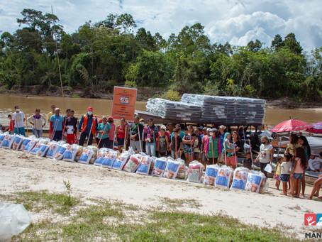 Moradores afetados pela cheia dos rios recebem donativos da Prefeitura de Mâncio Lima