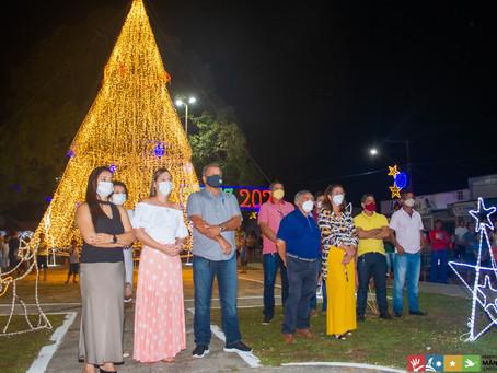 Acender das Luzes de Natal encanta população de Mâncio Lima.
