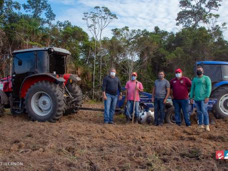Produção: Prefeitura de Mâncio Lima e Governo do Estado executam programa de mecanização agrícola
