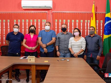 Prefeito Isaac Lima recebe em seu gabinete Senador Márcio Bittar e Deputada Federal Jéssica Sales