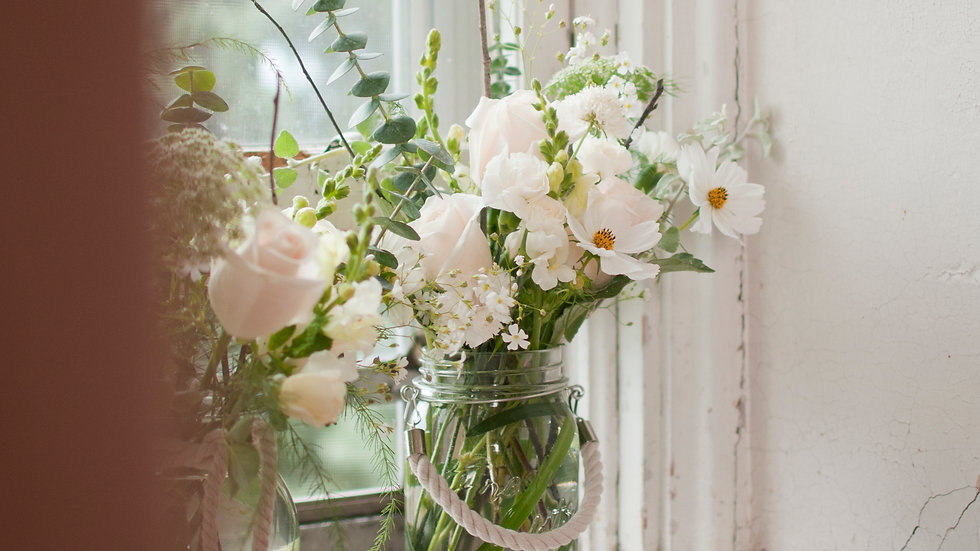 Clear Vase with Rope hanger