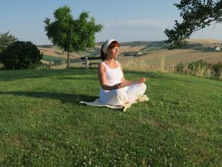 Meditatie brengt ons van activiteit naar de stilte