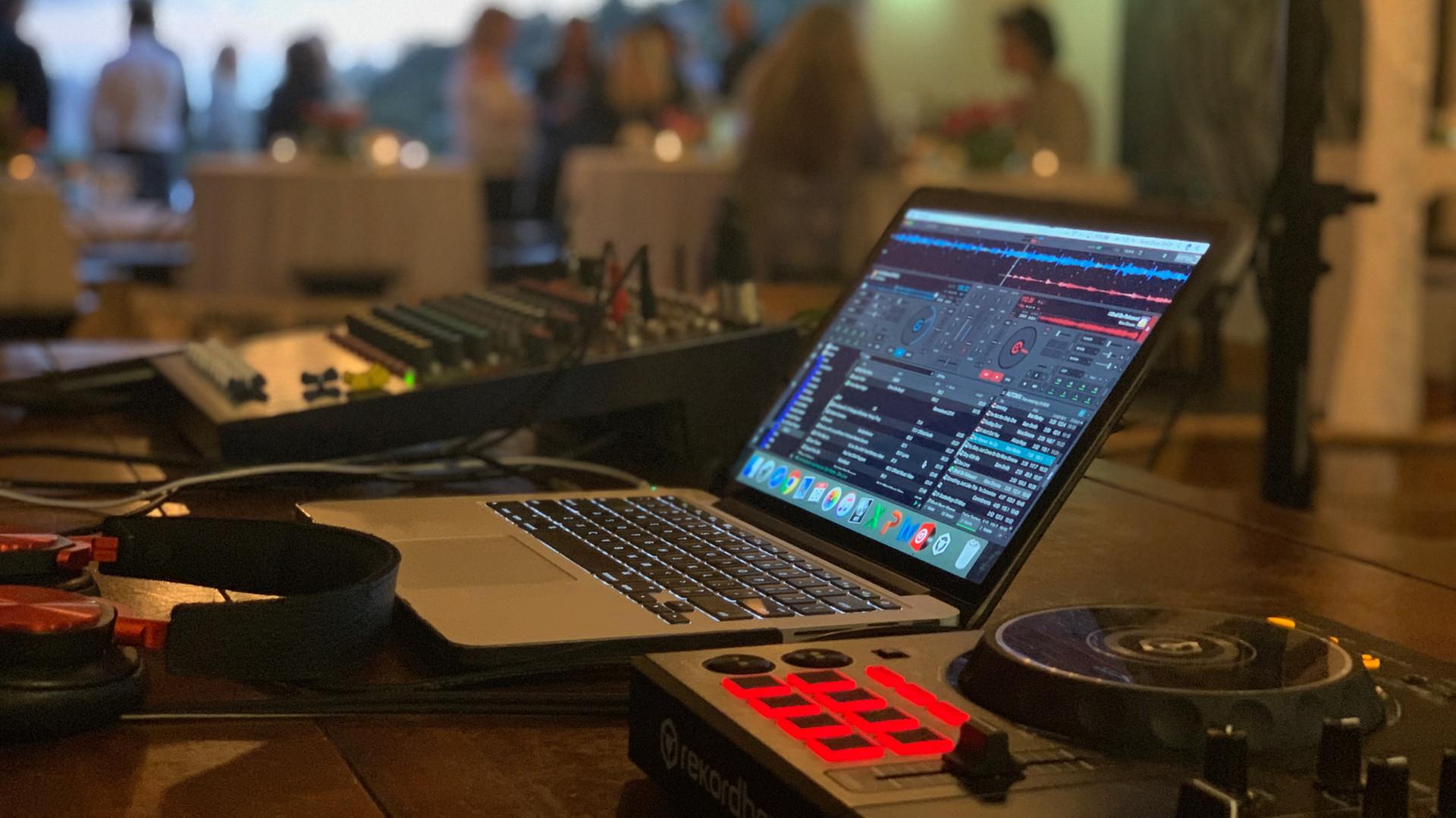 DJ Ross Oliver1.jpg
