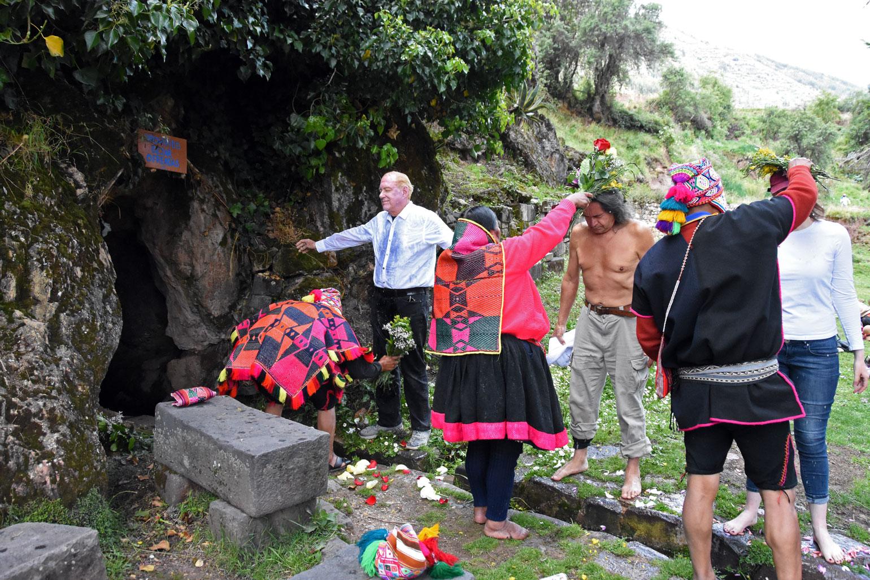 Flower ritual at Pumahuanca
