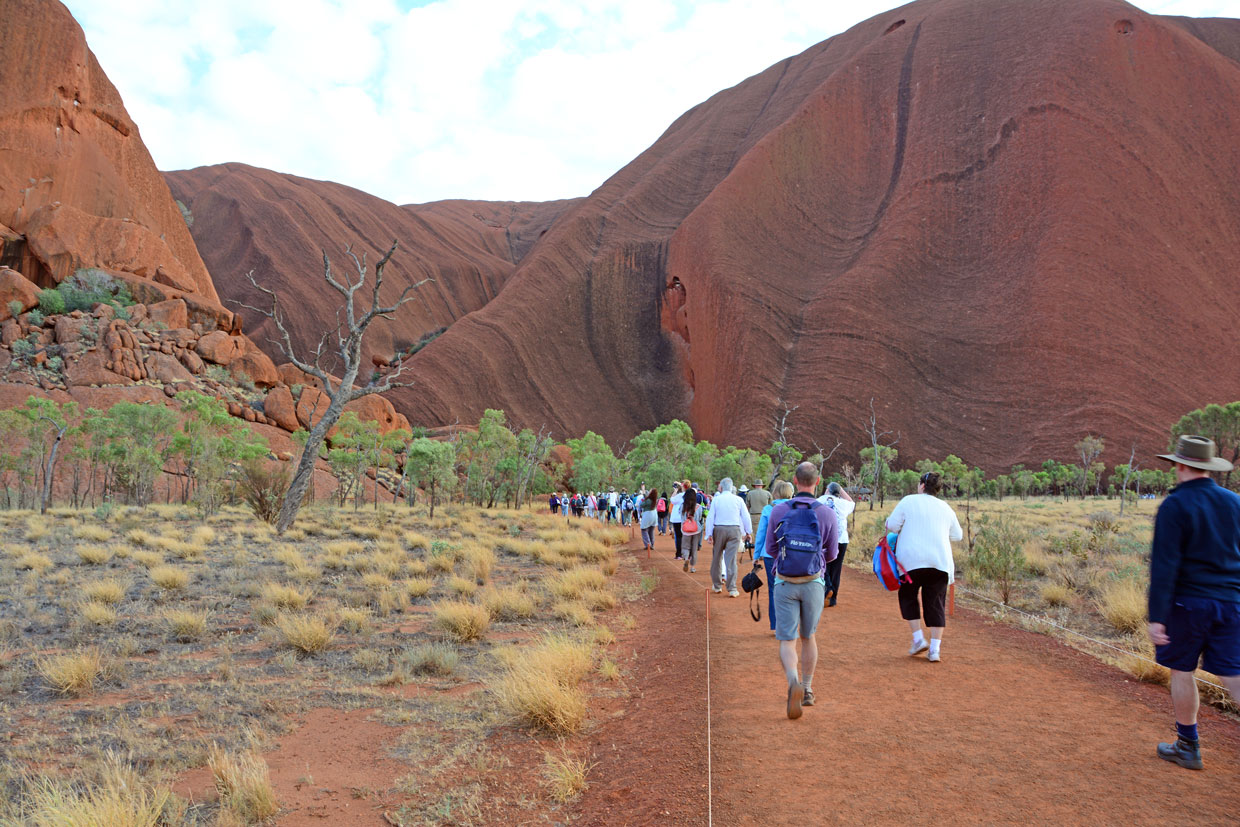 Guided walk at Uluru
