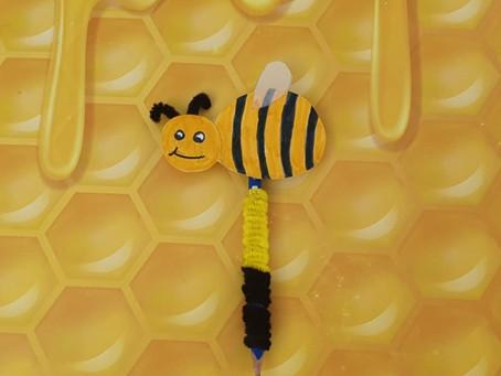 קישוט של דבורה לעיפרון