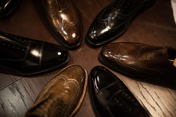 Shoeshine, glacage, shoe polishing