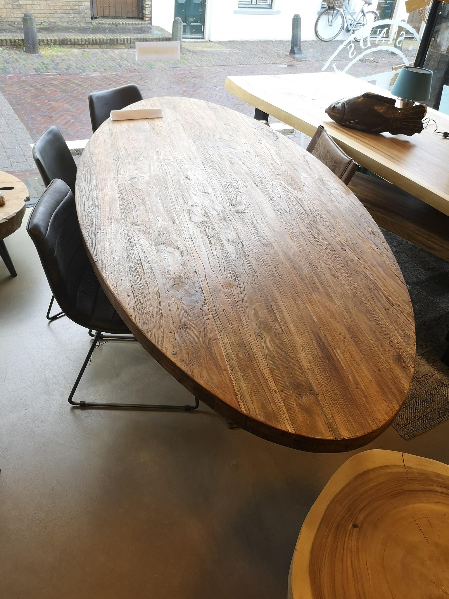 Ovale stoere tafel