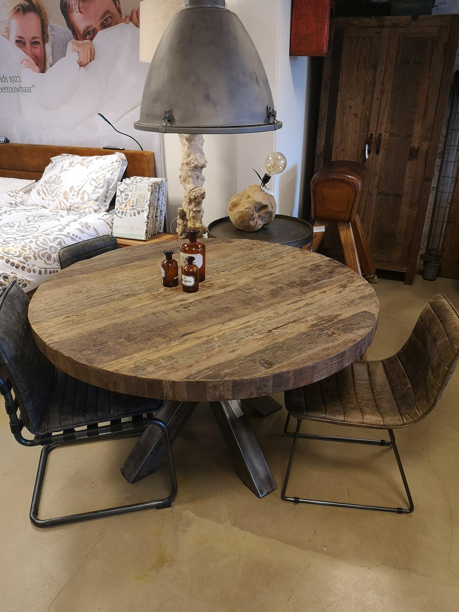Stoere ronde tafel