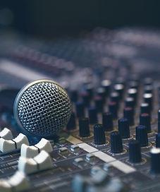 Micrófono en caja de resonancia