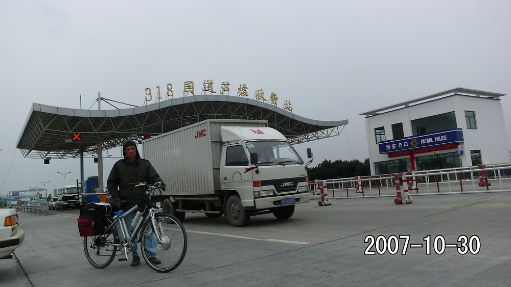 Starting out of Shanghai on Highway G318