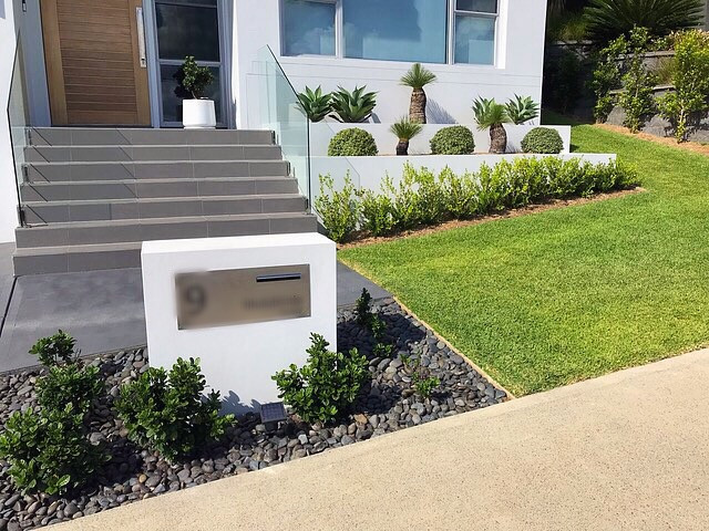 landscape construction retaining walls