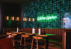 bar-cafe-chairs-1055058.jpg