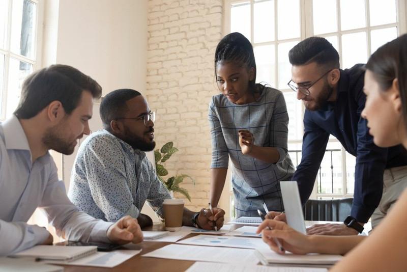 pessoas planejando a produtividade da equipe de vendas externas