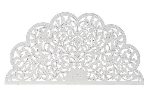Cabecero tallado de formas orgánicas en blanco