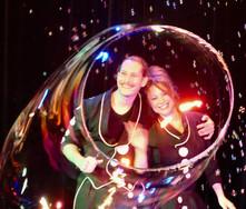 Le magicien des bulles et la magicienne des bulles