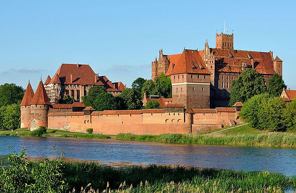 Panorama_of_Malbork_Castle,_part_4.jpg