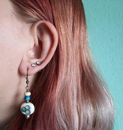 Ohrenringe mit je 2 Glasperlen