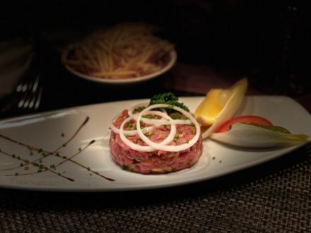 Tartare de boeuf, restaurant XVI ème siècle à Nyon