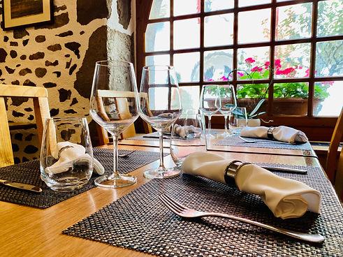 Restaurant à Nyon. notre tartare de boeuf au couteau, nos filets de perche, les malakoff maison, le codon bleu de veau, les crevettes géantes à la provençale, nos fish&chips