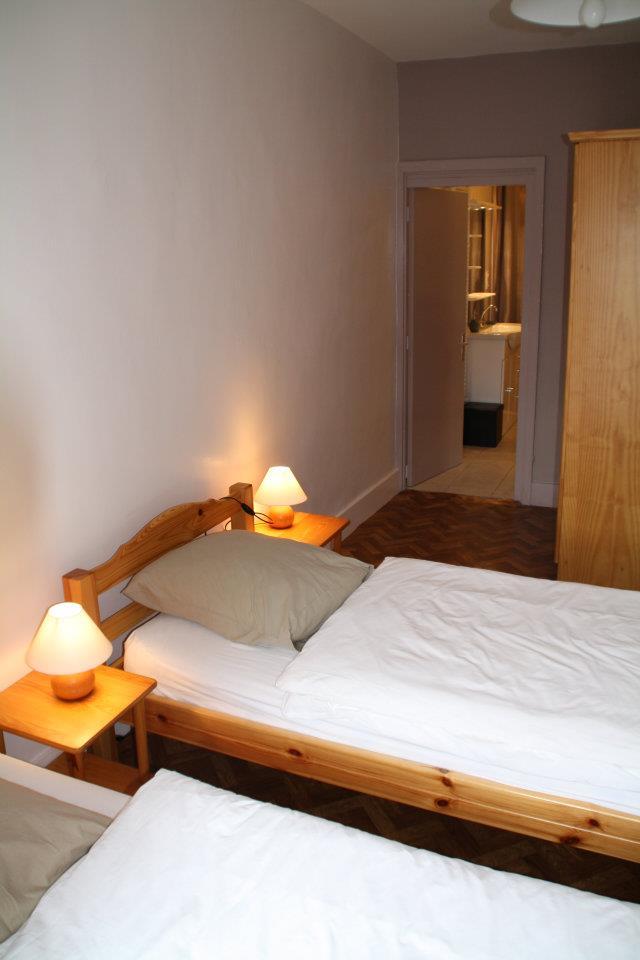 La chambre avec deux petits lits