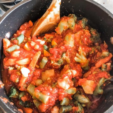 FOOD // THE EASIEST HIDDEN VEGGIE TOMATO SAUCE