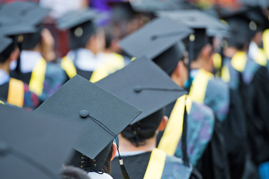 Graduation-CEOEL-drive-Fotolia_46047248_