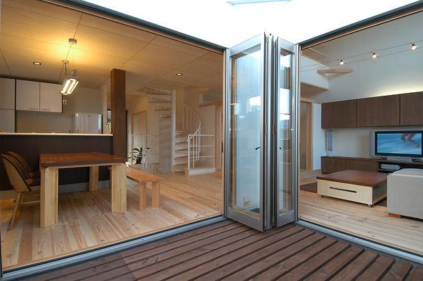 ③新通南の家Ⅰフルオープンサッシとベランダ ストレスレスでオープンエア