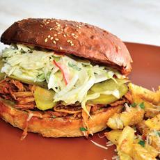 Pulled Pork Burger   35.00 Ron