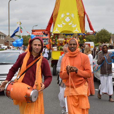 Hare Krishna devotees in West Bletchley carnival