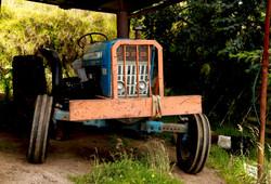 Primer tractor de la finca