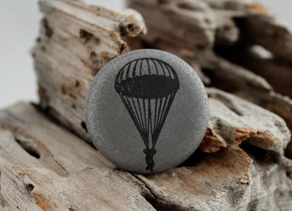 parachute, small pin