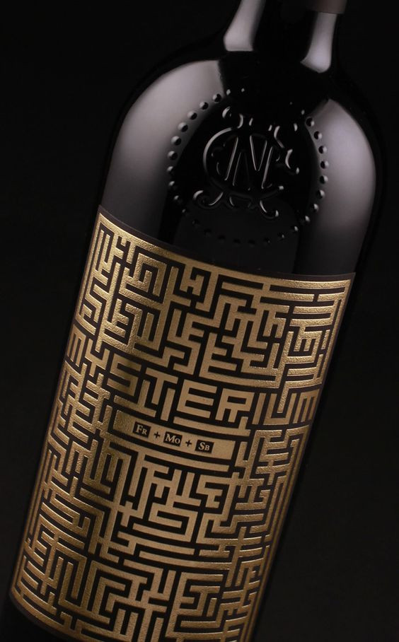 Wine bottle with label entirely made of a maze