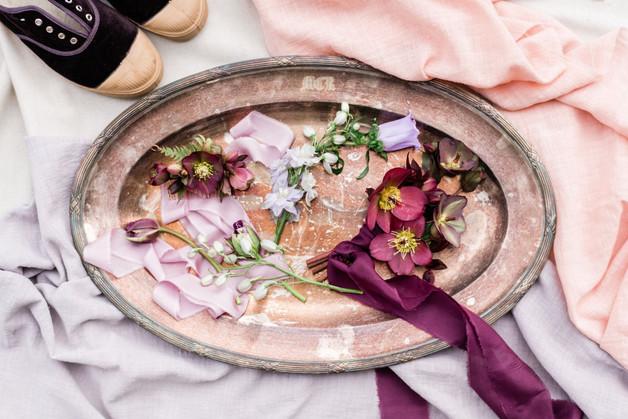 Peigne et rubans en soie – Fleuriste de mariage à Genève | Évènements | Décoration florale | Lilas et Rose | Fleurs de mariage | Fine art floral studio | Atelier floral suisse | Swiss wedding florist | Geneva floral design & events